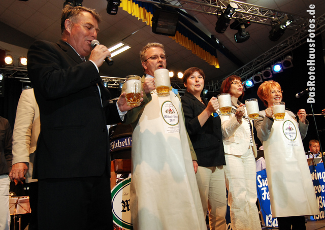 BierAnstichBienenmarkt2009-2