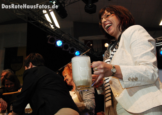 BierAnstichBienenmarkt2009-3